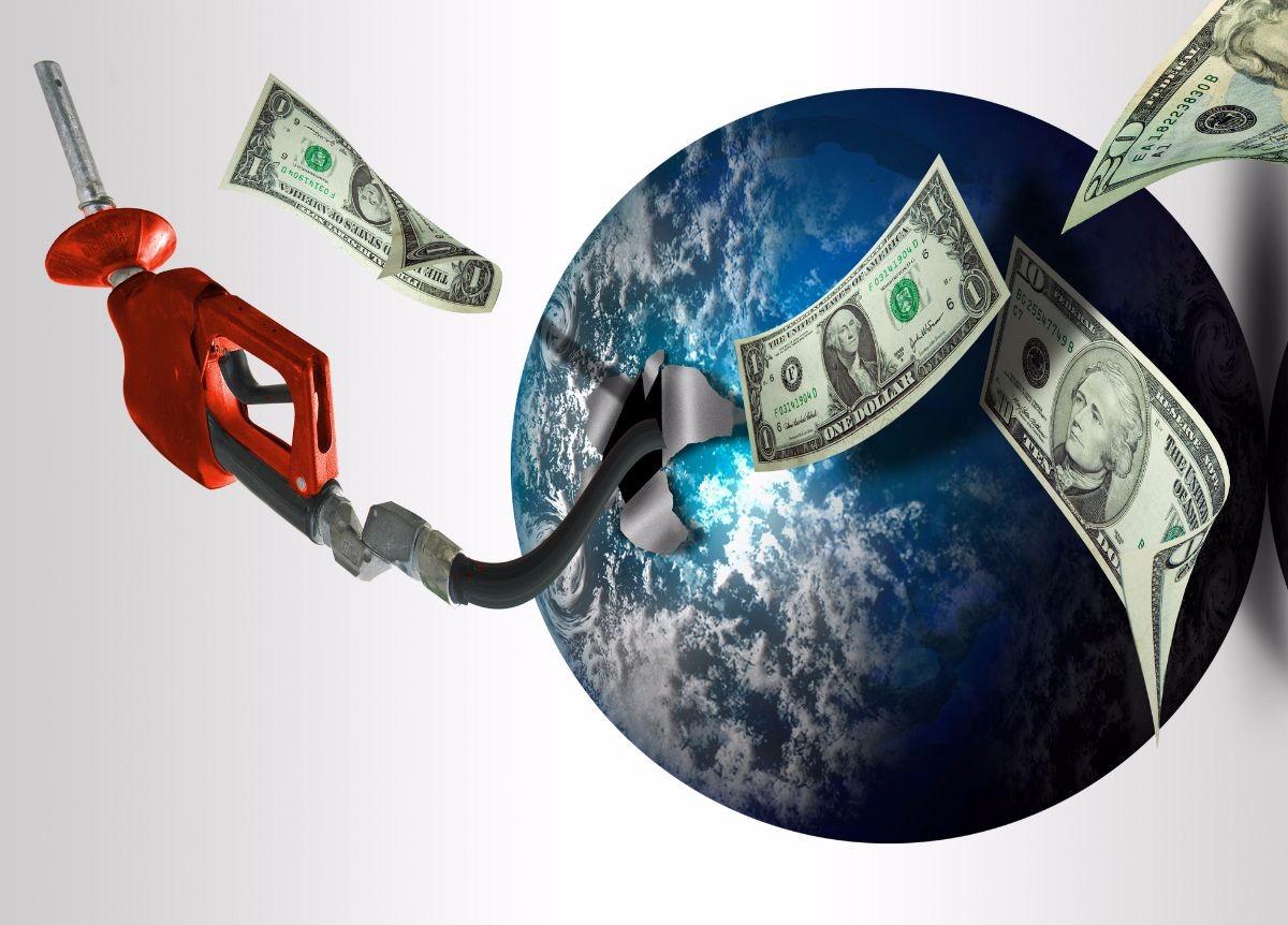 Carburanti: Da cosa dipende la differenza dei costi alla pompa in Italia rispetto ad altri paesi?