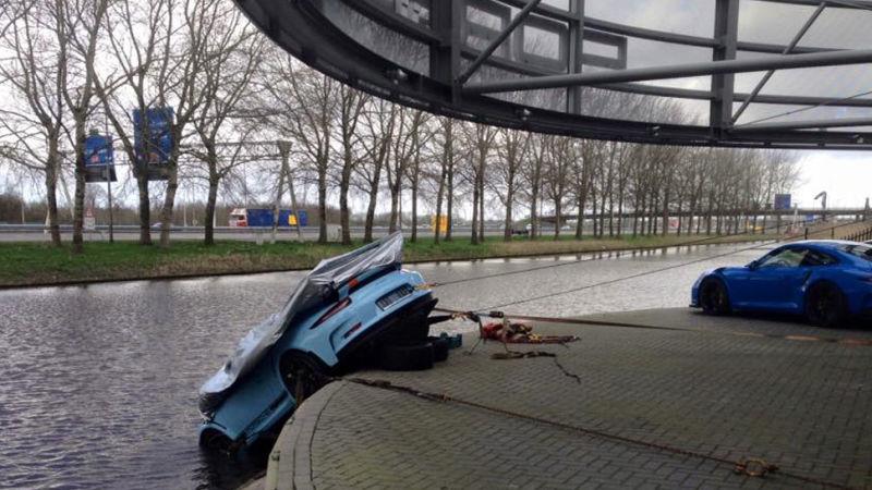 "911 GT3 RS finisce ""ammollo"" !"