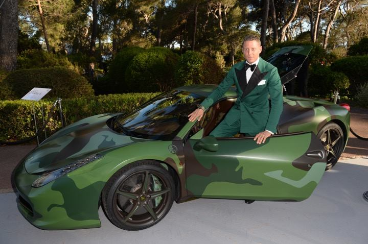 Lapo Elkann batte all'asta la sua Ferrari 458 Italia one-off
