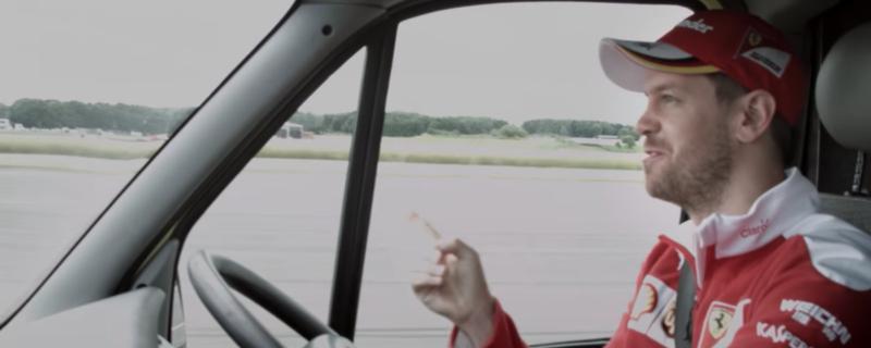 Vettel sfida la 488 GTB alla guida di un'ambulanza