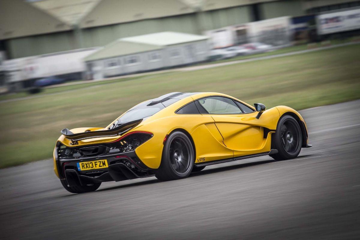 McLaren P1 Vs Ferrari LaFerrari