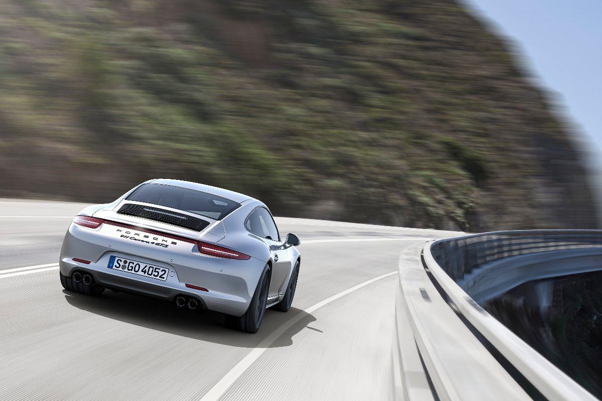 Porsche 911 GTS vs Mercedes AMG GT S