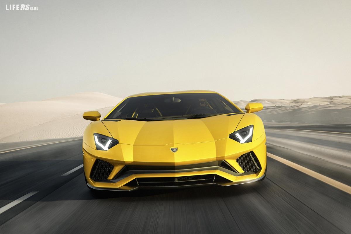AVENTADOR S: arriva la nuova, supersportiva, Lamborghini