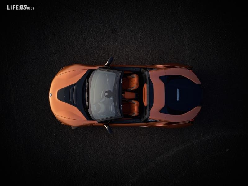 Nuova i8 Roadster l'auto open top sportiva del futuro