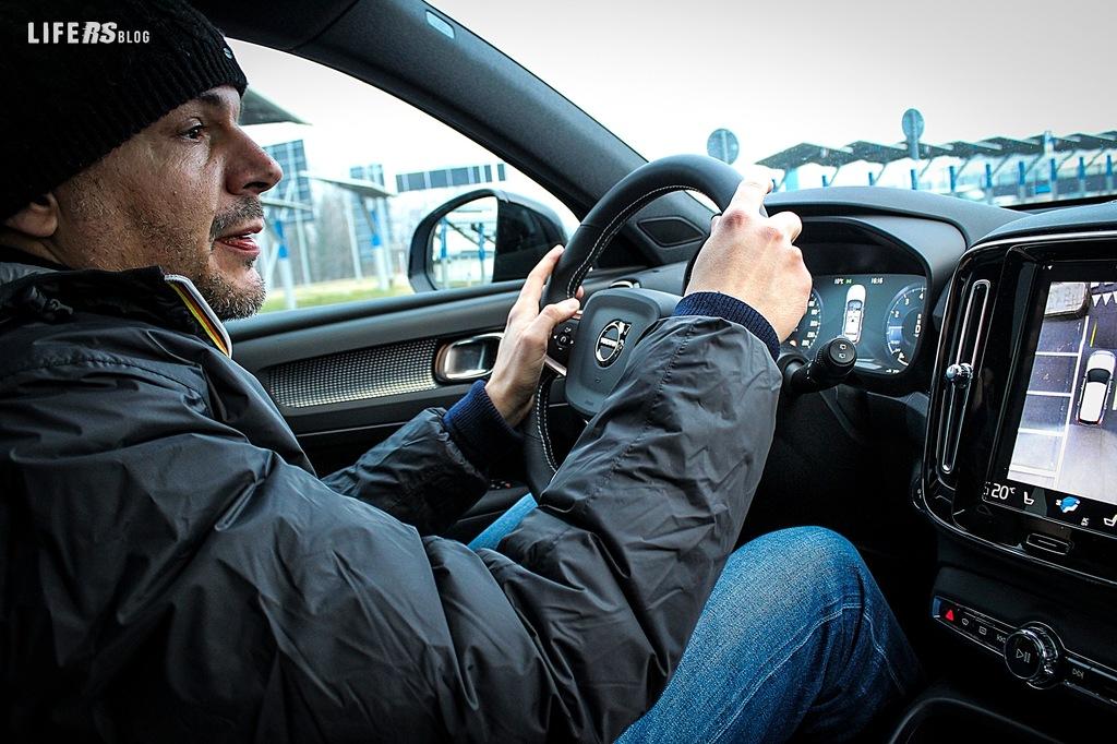 Test Drive Volvo XC40 R-DESIGN