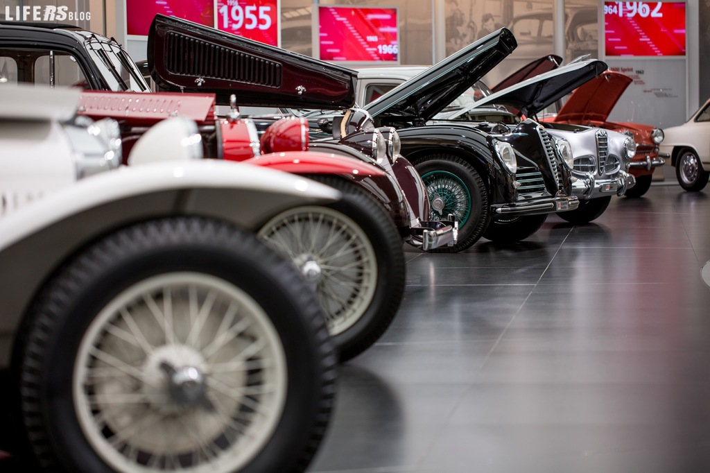 """Cofani aperti: in primo piano il """"cuore"""" delle Alfa Romeo di tutti i tempi"""