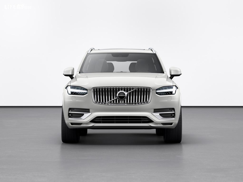 XC90, Volvo Cars presenta il restyling