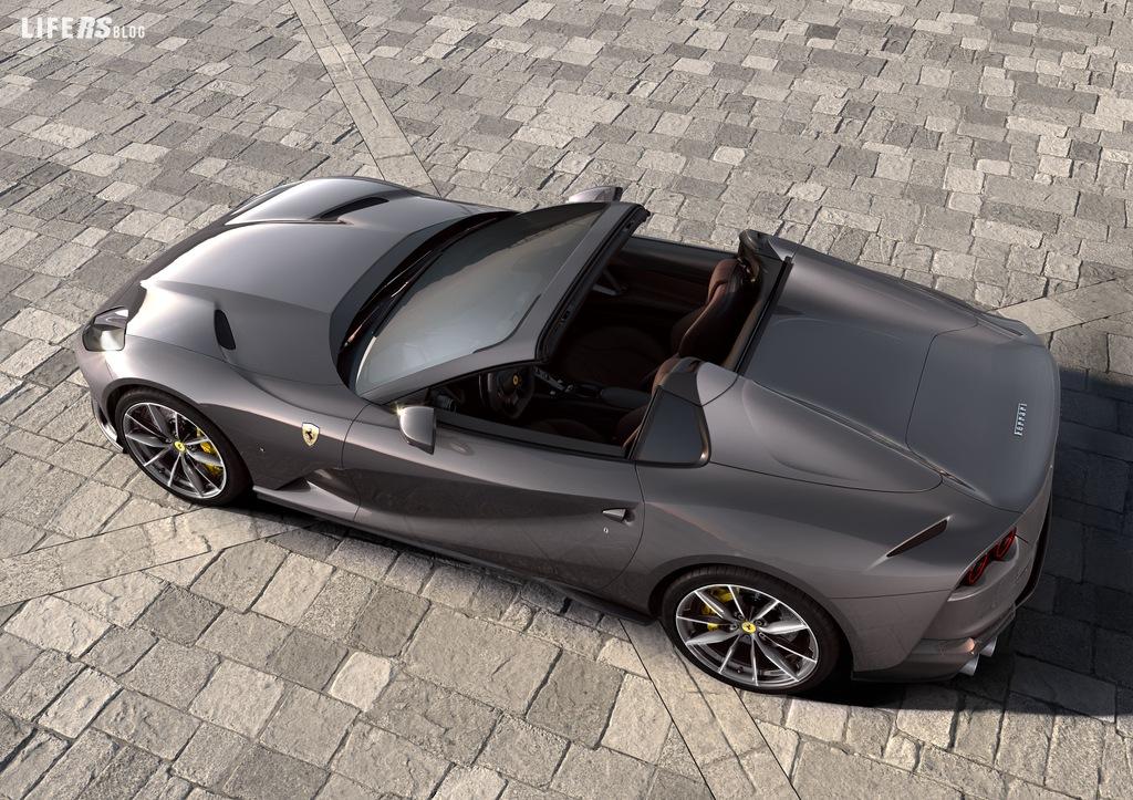 812 GTS, torna il V12 spider in Casa Ferrari