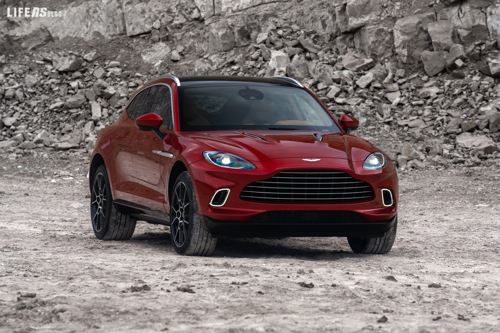 DBX, il SUV con l'anima da sport car by Aston Martin