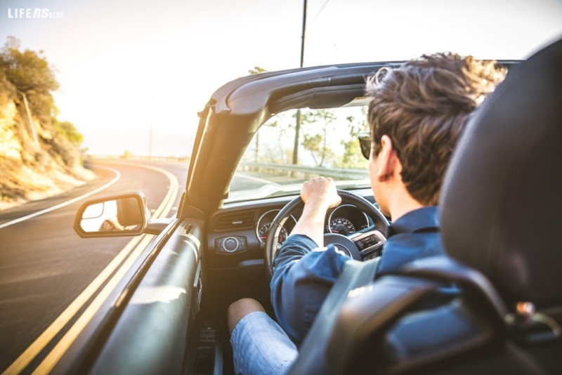 Vacanze: il 72% non ci rinuncia, ma va con l'auto a noleggio