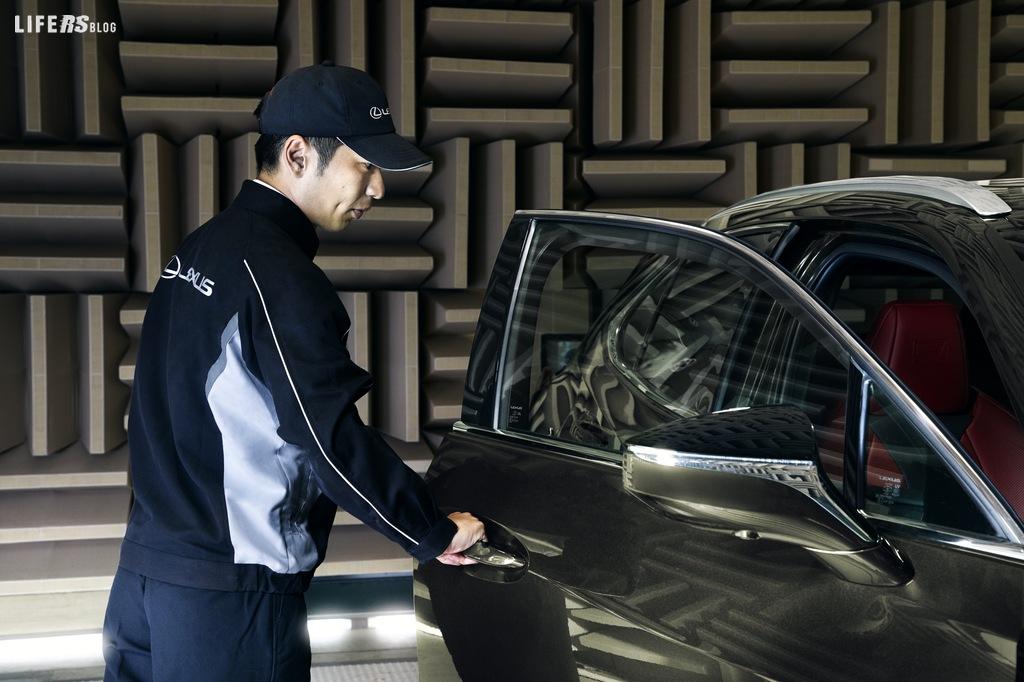 UX 300e, il nuovo crossover urbano elettrico di Lexus