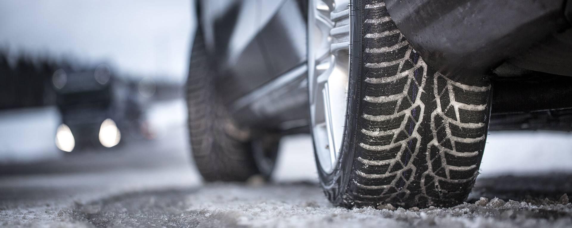 Cambio gomme: l'obbligo di circolare con pneumatici invernali