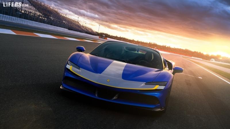SF90 Spider, la Ferrari ibrida con tetto rigido ripiegabile