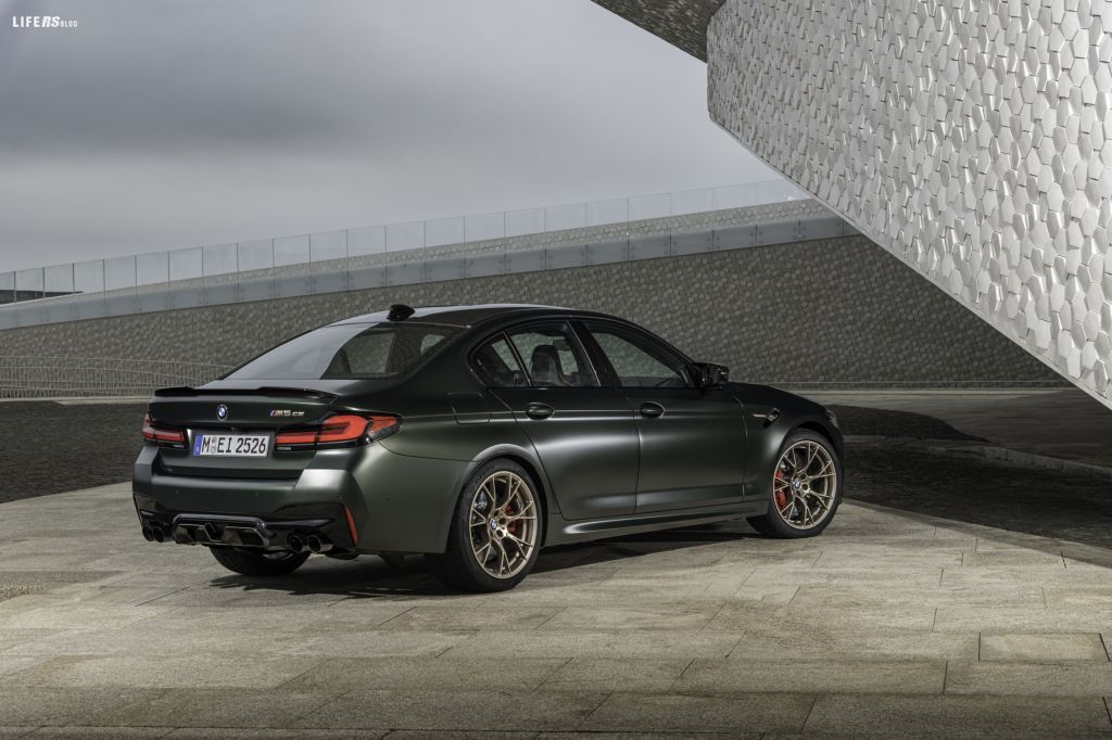 Ancora più sportiva, ancora più lussuosa, ancora più esclusiva: BMW M espande le sue fila di modelli CS ultra-sportivi con l'introduzione della BMW M5 CS.