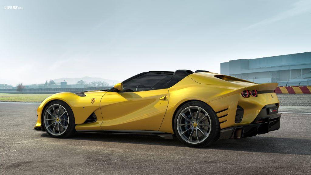 Competizione A: suggestiva 812 Ferrari spider Targa